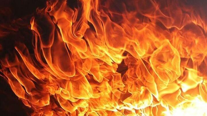 Площадь пожара в Марксе составила 150 кв.метров: горела крыша жилого дома