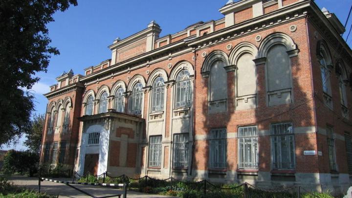 В Балаково реставрируют здание коммерческого училища