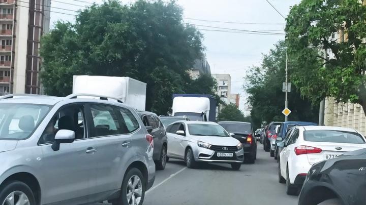 Улица Лермонтова парализована из-за ДТП с иномарками
