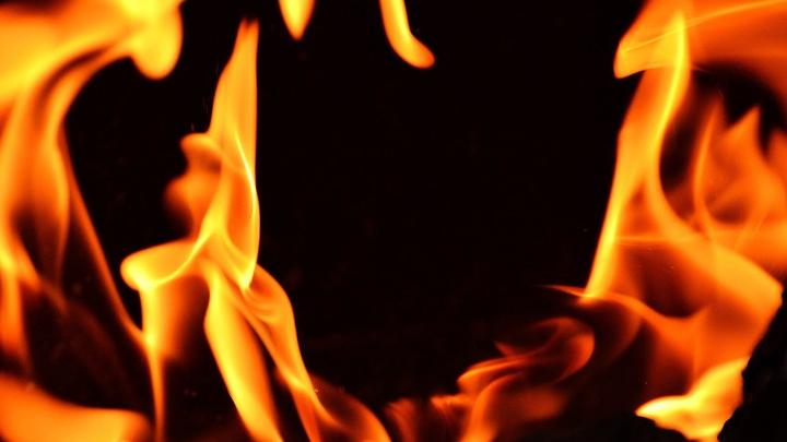 Пожар во дворе жилого дома на Бахметьевской
