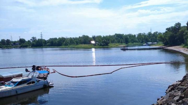 Разлив нефти возле причала под Балаково составил две тысячи квадратных метров