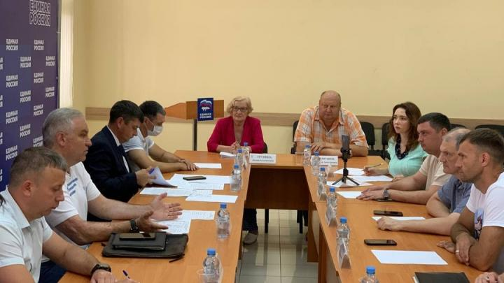 Депутаты областной Думы вместе с экспертным сообществом обсуждают развитие массового спорта на территории Саратова