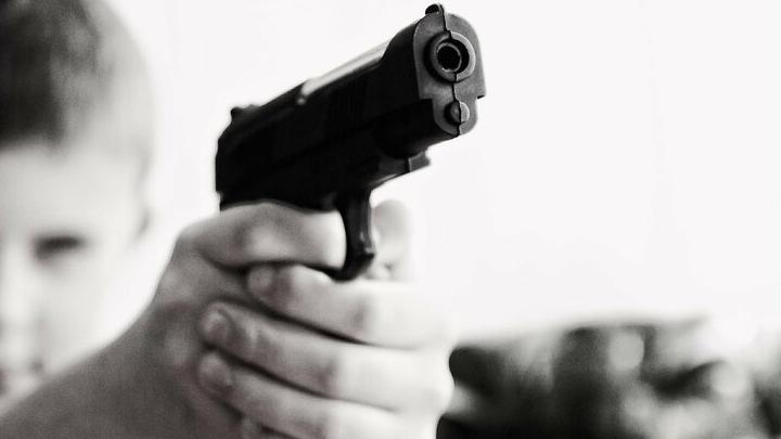 Трехлетний мальчик выстрелил в себя из оружия отца в Балаково