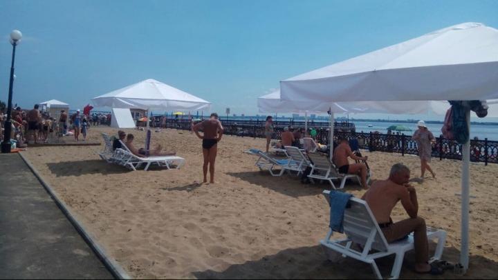 Дождь не разогнал отдыхающих на новом пляже в Саратове
