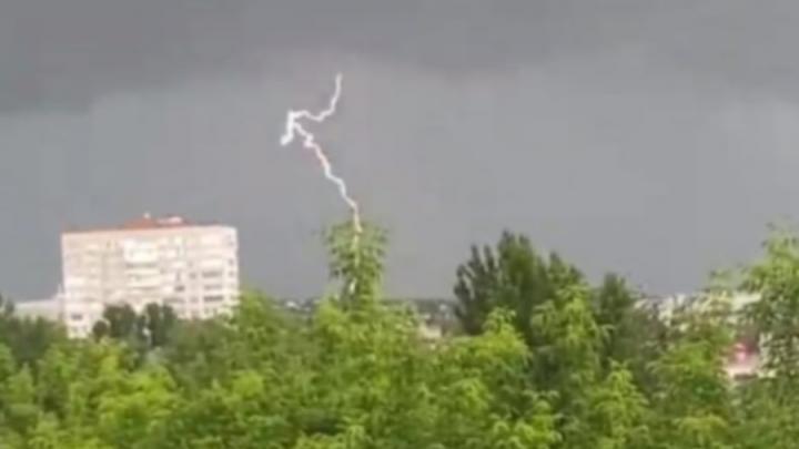 Сильный ветер по всей Саратовской области
