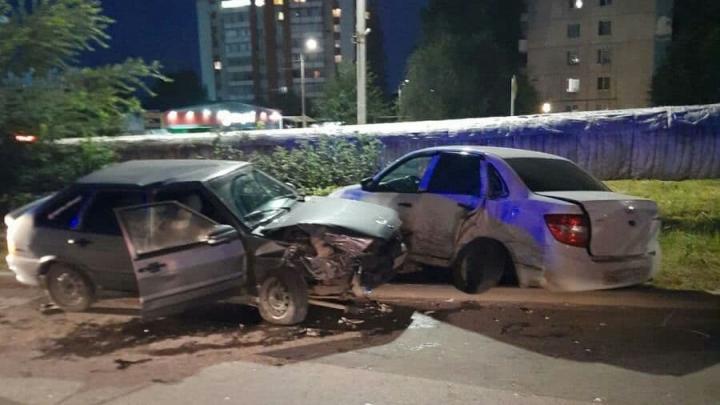 Парень без прав и с двумя девушками попал в аварию в Ленинском районе