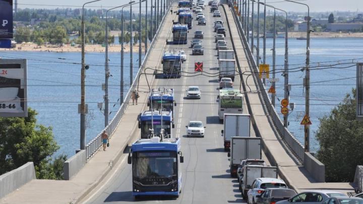 Сегодня Саратов получит 10 троллейбусов с кондиционерами