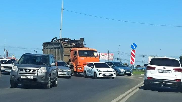 Мусоровоз въехал в Kia на Усть-Курдюмском шоссе в Саратове