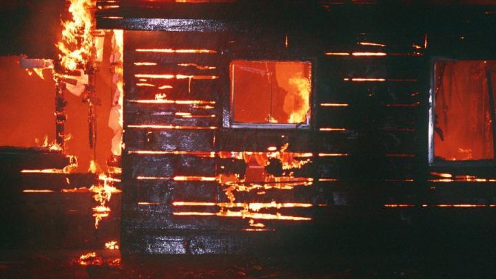 Пожилой мужчина погиб при пожаре на даче в Дубках