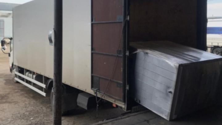 Молодой специалист получил переломы при выгрузке контейнера в Саратове