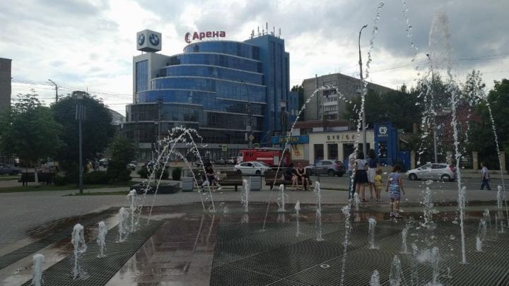 Жара и легкий дождь в Саратове