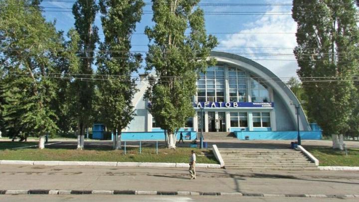 Около бассейна «Саратов» отремонтируют тротуар