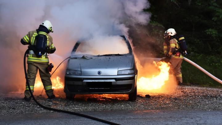 В Ртищевском районе горели дом и иномарка