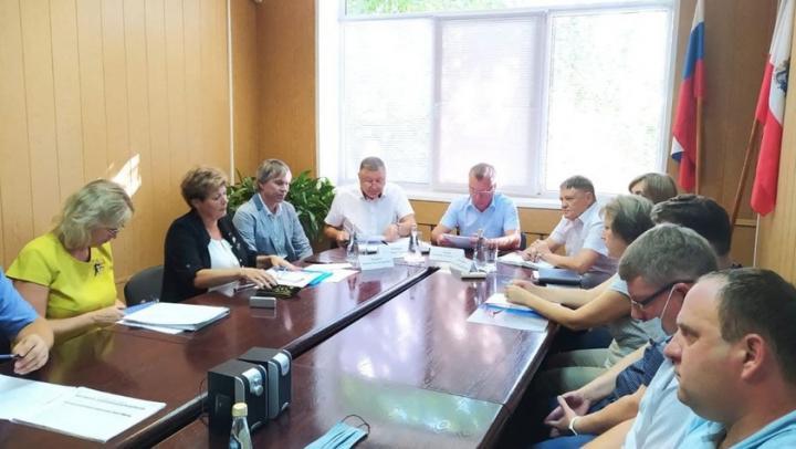 Александр Романов призвал депутатов районных собраний чаще встречаться с жителями