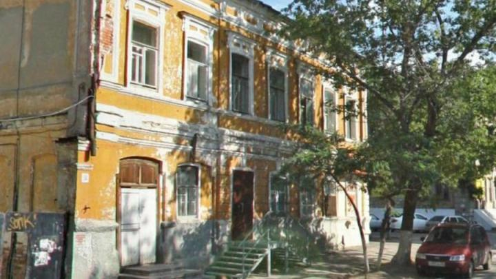 В Саратове реконструируют приговоренный к сносу Дом Славина