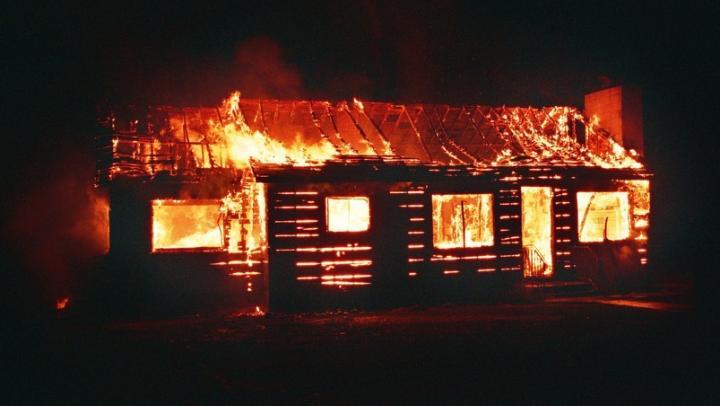 Житель Лысогорского района спалил сарай и скотину соседа из-за алкоголя