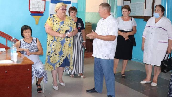 Панков встретился с жителями села Моховое Ершовского района