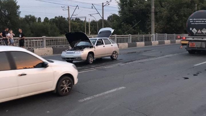 """Водитель """"двенадцатой"""" попал в больницу после ДТП в Заводском районе"""