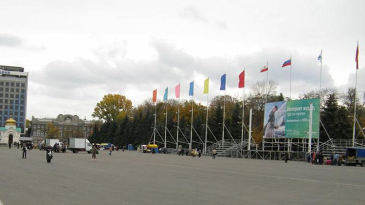 На Театральной площади в Саратове установят трибуну за три миллиона