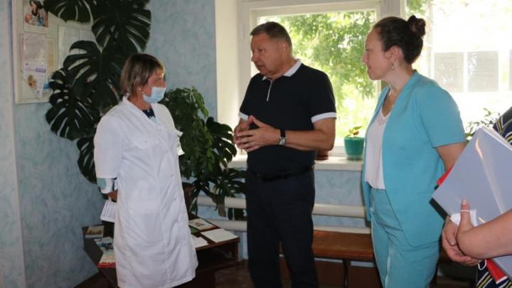 Александр Романов осмотрел ФАПы в селах Петровского района и встретился с жителями