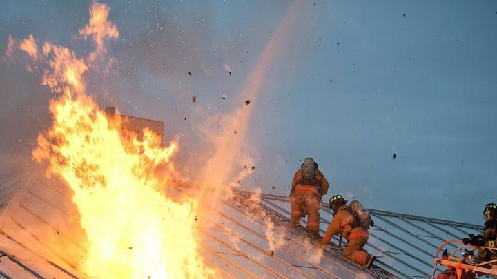 Ночью в Саратове горел дом на Белоглинской