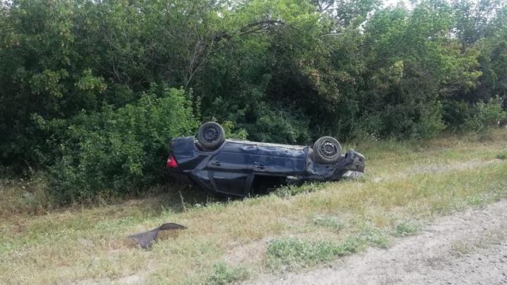 В Энгельсском районе перевернулась «Лада Гранта»: один пассажир погиб