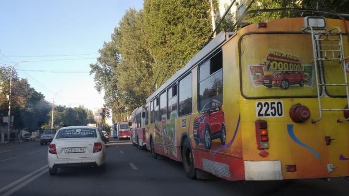 Три троллейбусных маршрута встали на Вавилова в Саратове