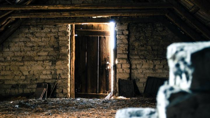 Ночью в Саратове горел чердак в частично расселенном доме