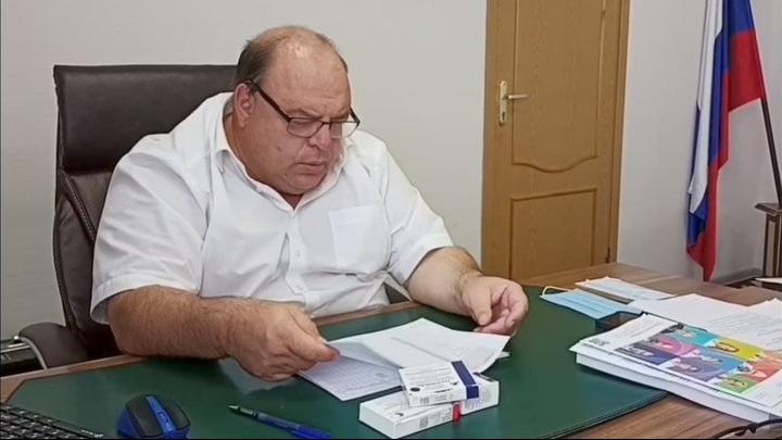Олег Костин пообещал прививать саратовцев на дому днем и ночью