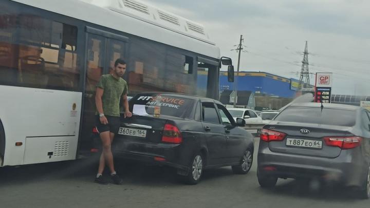 На Вольском тракте из-за ДТП заблокирован выезд из Саратова