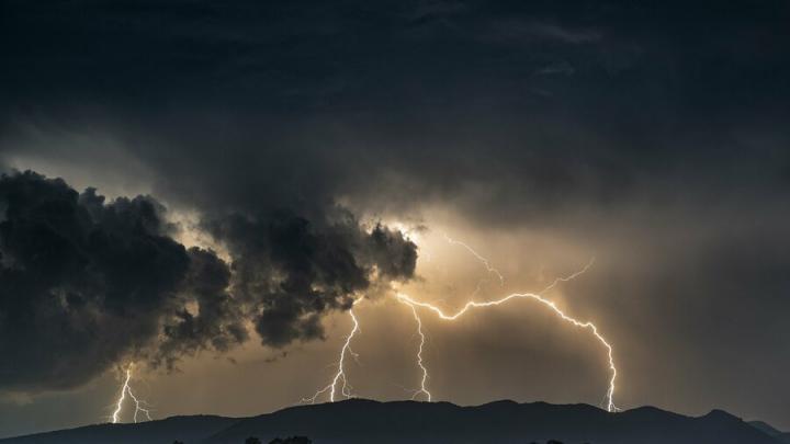 Шторм надвигается на Саратовскую область