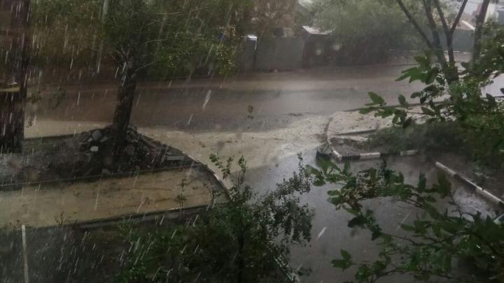 Администрация прокомментировала ситуацию с размытым тротуаром на Безымянной