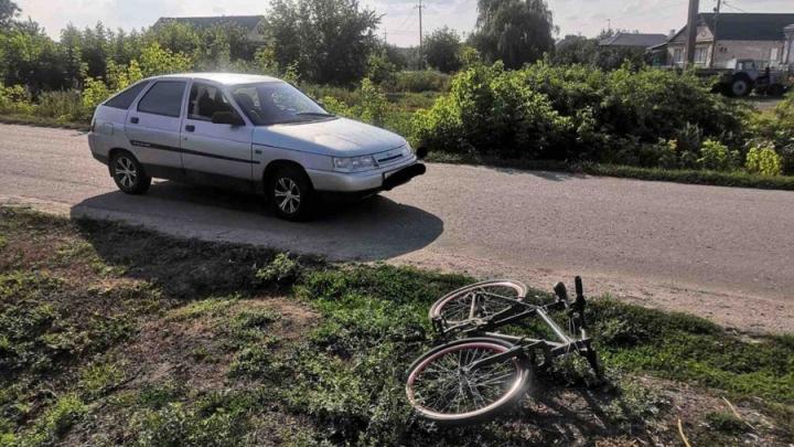 """Водитель """"двенадцатой"""" наехал на велосипедистку в Самойловке"""