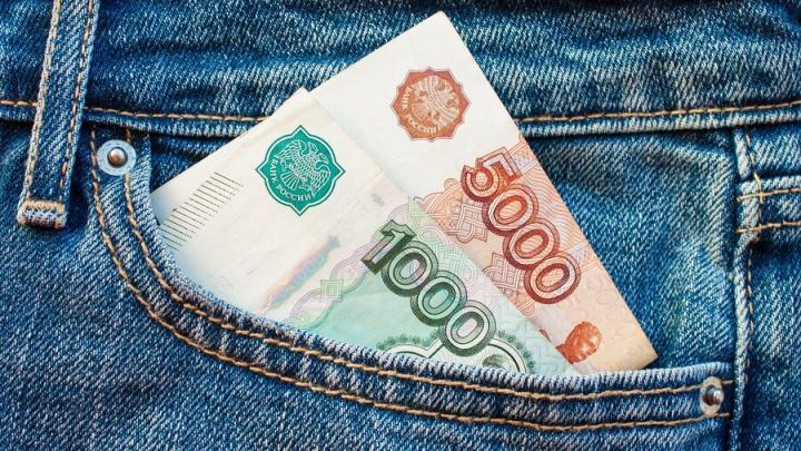 Саратовские семьи получают по 10 тысяч рублей на школьника с сегодняшнего дня