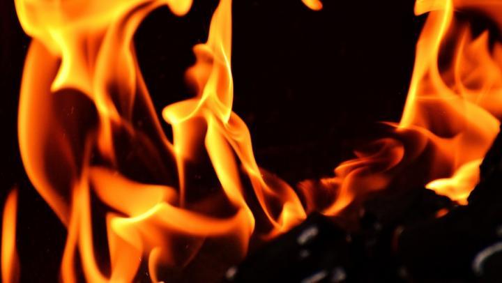 Девятерых жителей Энгельса пришлось спасать от пожара