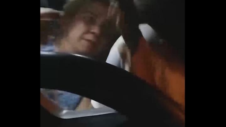 Прокуратура ищет избившую слабослышащего таксиста жительницу Энгельса