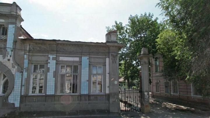 В Саратове реставрируют памятник на Первомайской