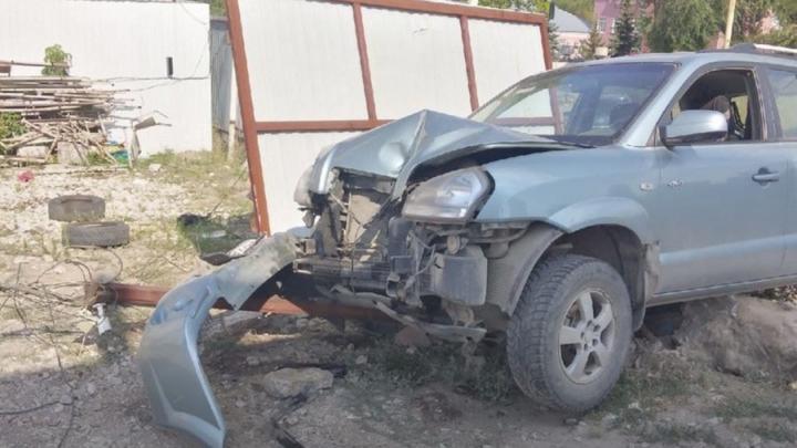 Саратовец отправился в больницу после столкновения с забором