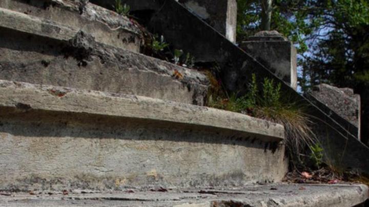 Две лестницы отремонтируют во Фрунзенском районе Саратова за миллион рублей