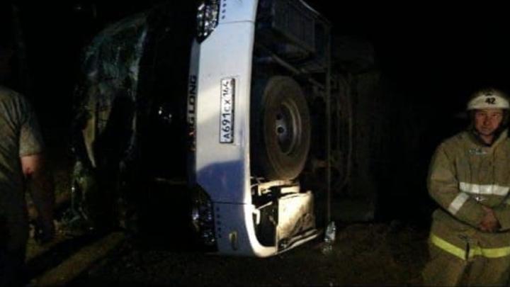 В Саратовской области ночью перевернулся пассажирский автобус