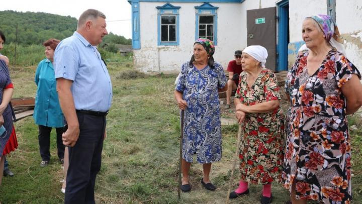После обращения жителей к Александру Романову в селе начали возводить новый мост