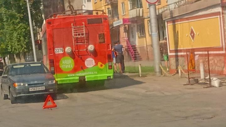 Троллейбусы встали из-за ДТП на Чернышевского