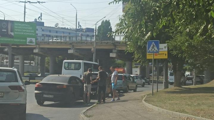 Тройная авария на Шехурдина затруднила проезд на проспект Строителей