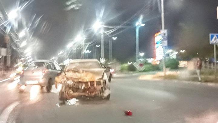 Две машины загорелись в Заводском районе от лобового столкновения
