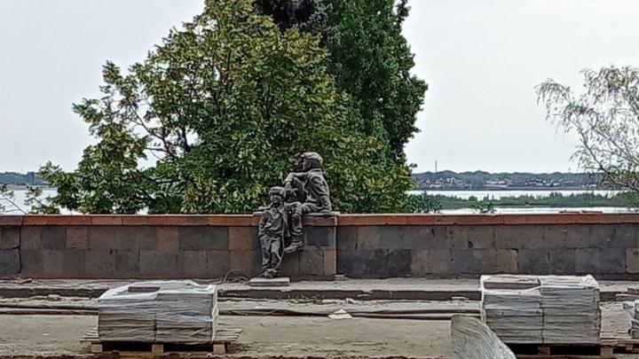 """На набережной в Саратове разобрали смотровую площадку, но """"беспризорников"""" оставили"""