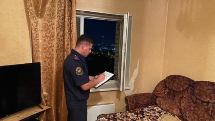 Ночью в Энгельсе из окна выпала двухлетняя девочка | 18+