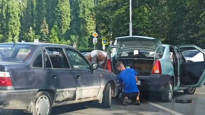 У Телецентра в Саратове столкнулись две иномарки