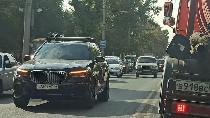 """BMW и Chevrolet Niva создали пробку на """"Стрелке"""""""