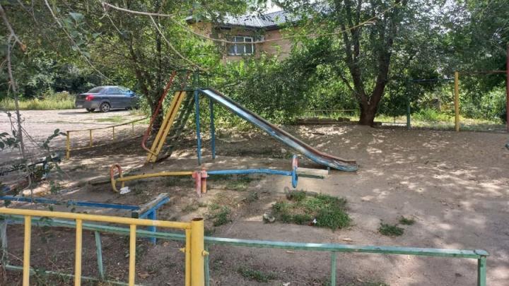 Жители Заводского пожаловались на состояние детской площадки