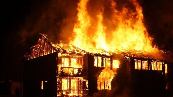 Три дома и три сарая сгорели в Лысогорском районе